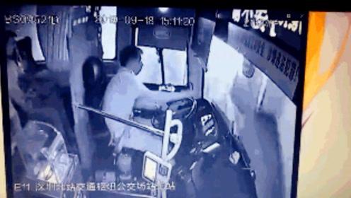 司机称误将油门当刹车 驾公交车穿墙冲进大厅