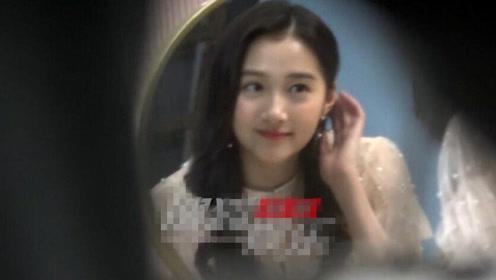 关晓彤现身影棚拍摄广告 一袭仙女裙装超美