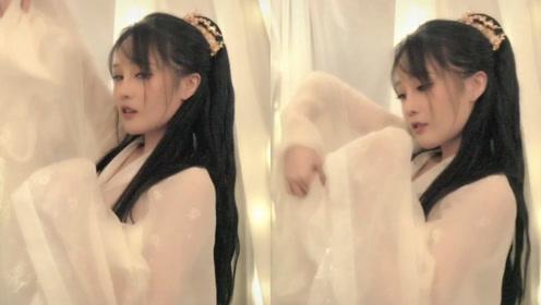 赵本山女儿球球化身古装美女翩翩起舞,嫣然一笑像极了郑爽