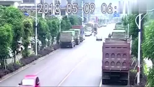 司机睡着撞向路边大货车,货车司机还得赔钱,真够倒霉的