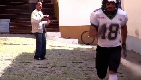 当一群橄榄球运动员小路堵截路人会引发怎样爆笑?老外奇葩恶作剧