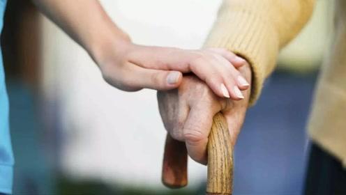 手控制不住地发抖,可能是这4种疾病信号,重视起来
