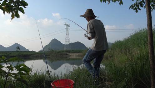 小伙海竿挑战水库,不料两竿连续中货,甩竿都忙不过来,太过瘾了