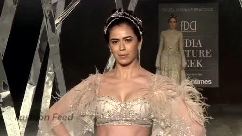 惊艳十足的婚纱,精致的光感面料,太迷人了!
