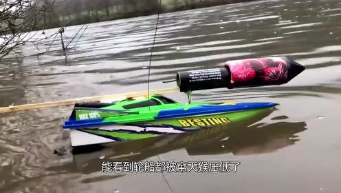 男子给轮船加上窜天猴,想给轮船提提速,下一秒意外发生