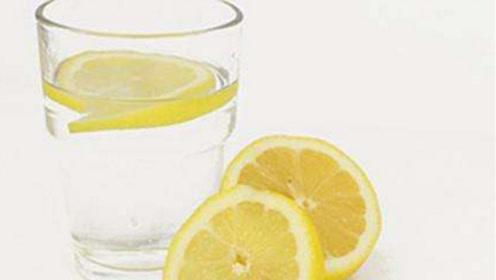 天天用柠檬片泡水喝,泡错了一点营养也没有,赶紧看一看