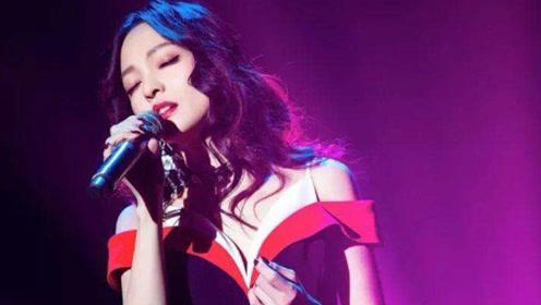 原唱被封杀多年后,张韶涵竟敢翻唱这首歌,一开口丝毫不输霍尊!
