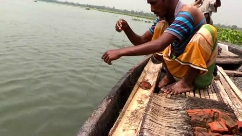 最古老的钓鱼方法,使用的都是最简单的渔具,渔获却不少