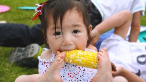 这个被父母抛弃的中国小女孩,去到了异国他乡,有了不一样的生活