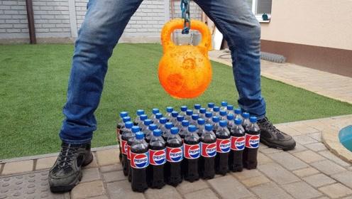 老外把壶铃加热到通红,放到可乐上会怎样,前方高能预警!