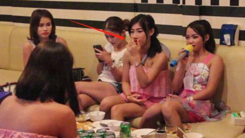 """在老挝游玩,当地美女问男游客要不要""""抽烟""""?原来另有暗示"""