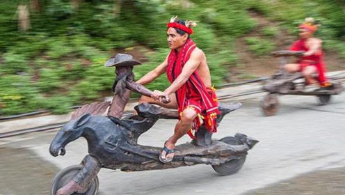 这里人发了个木头摩托车,不用烧油,唯一的缺点就是不能跑上坡!