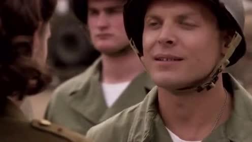 大兵竟然瞧不起女特工 被打之后还得立正站好