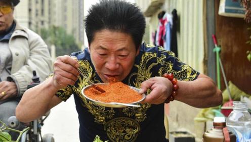 """河南男子荣获""""中国辣王"""",吃哭湖南辣王,四川人:跟我比比"""