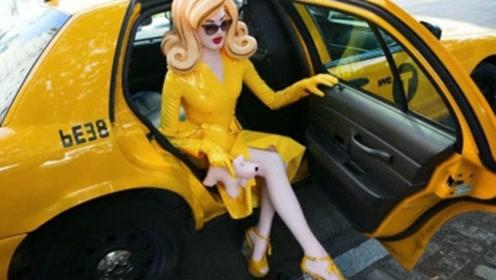 """美女追求时尚将自己变""""塑胶娃娃"""",刚上马路,路人投来怪异目光"""