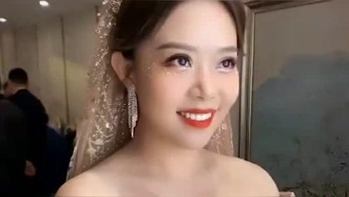 这么好看的妹子居然嫁人了,不,我不能接受!