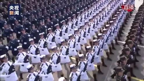 国庆丨国庆阅兵史上首次出现女将军