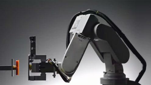 苹果公司新发明,1小时拆卸200台手机,1年得拆多少?