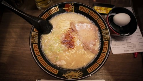 日本人为什么要坐在小格子间里面吃拉面,这种冷漠交际你同意吗