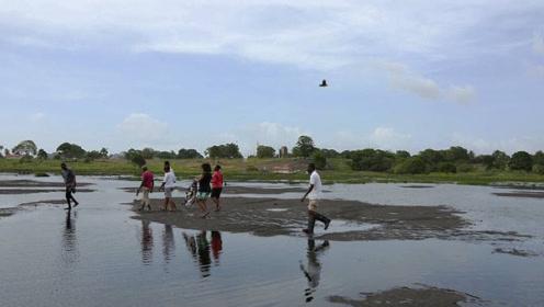 """世界最""""土豪""""的湖泊,不会轻功的人,都能分分钟上演水上漂"""