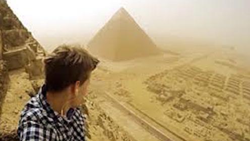 为何金字塔禁止游客攀爬?国外小哥冒险尝试,背后竟是这个原因!