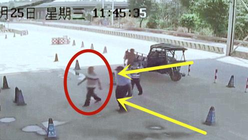 广东亡命徒强冲卡口,撞伤5名警察,民警拼命擒住!