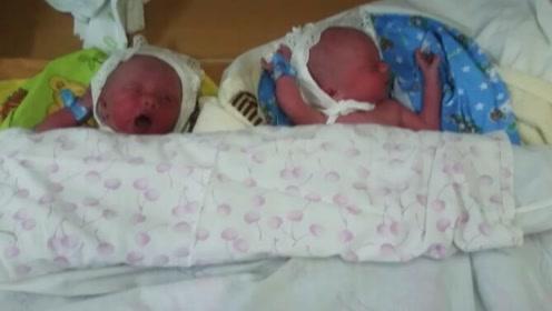 出生第六天的双生子,睡到一半饿醒是这个样子的,好可爱啊