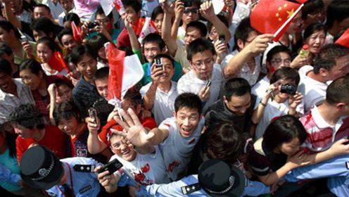 祖国真伟大!阅兵仪式,广场的20万人是如何在1小时疏散完毕的