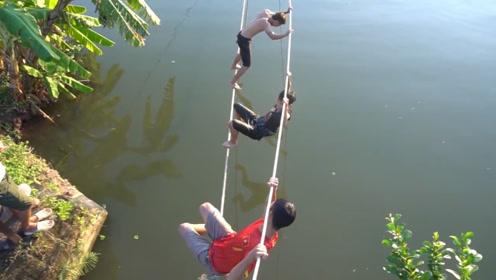 牵条草绳玩挑战,你能走到河对面么?