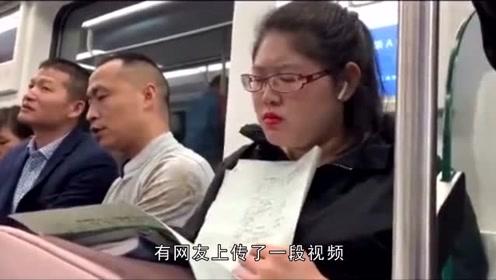 节后上班第一天 老师地铁上加班加点批改作业:布置多了!