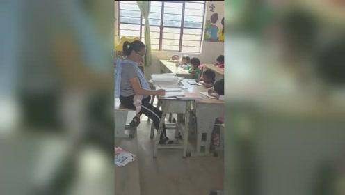 泪奔!背4个月大女儿批改作业,山村女教师感动网友