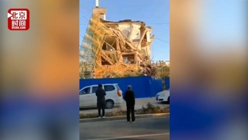 白城一银行办公楼装修施工中倒塌 6人被困 已救出4人暂无生命危险