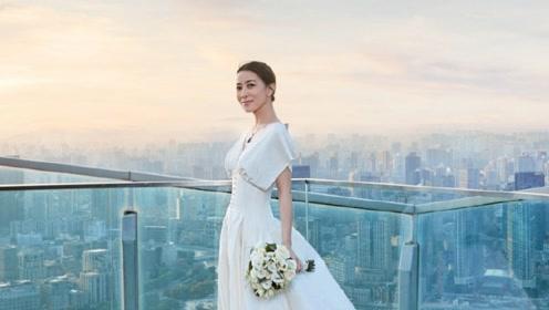 44岁佘诗曼至今未婚 独自穿婚纱拍大片自信美丽