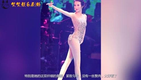 莫文蔚台上身材太惊艳,造型吸睛无数,网友:这腿值一个亿