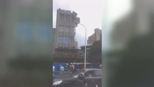 突发!浙江苍南一办公楼楼道及卫生间局部坍塌 现场无人受伤