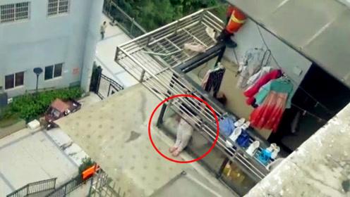 惊险实拍!4岁女孩被困7楼雨棚双手紧抓栏杆狂风猛吹