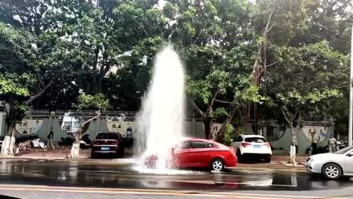 """中国司机越来越有素质,路边""""洗淋浴""""自觉排队"""