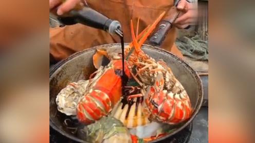 渔民大哥船上做海鲜了!八爪鱼放进去还在动!这个大虾是啥品种?