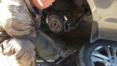 5分钟动手更换刹车片,自己动手保养车辆