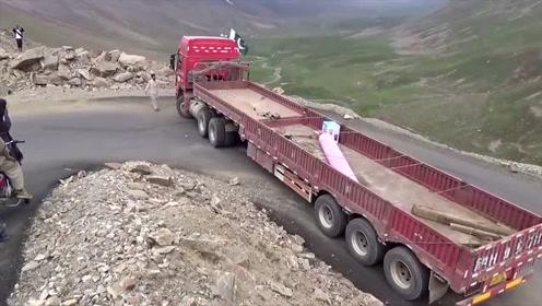超长大货车过弯道,老司机这技术没有最牛只有更牛!