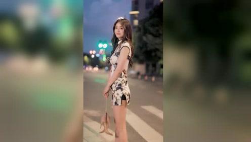 夜晚街头遇到的气质美女,旗袍的穿搭让人自身的魅力更迷人了!