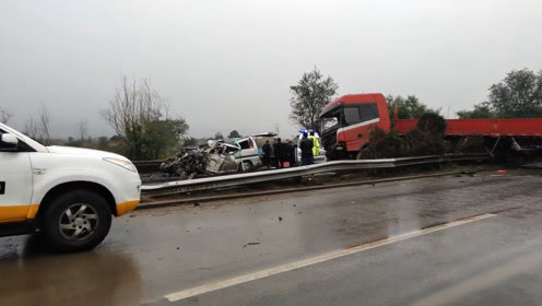 惨烈车祸!京昆高速山西段发生车祸致6死2伤,隔离带被完全撞毁!