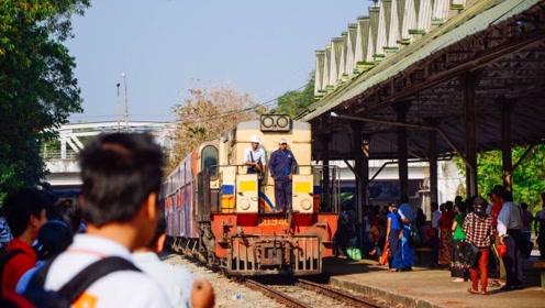 乘缅甸仰光环城小火车 奢享旅游慢时光