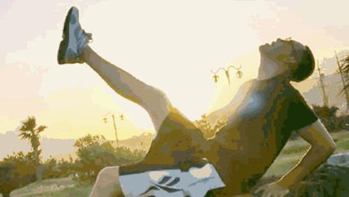 在夕阳下撩长腿的陈伟霆,搭配《野狼disco》的BGM,太上头了