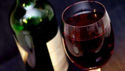 红酒真的能祛斑嘛?教你一招,红酒搭配它抹脸,脸上斑点轻松去除!
