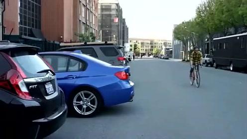 国外发明的倒车神器,套在车牌上,车内用手机就能看见车后影像