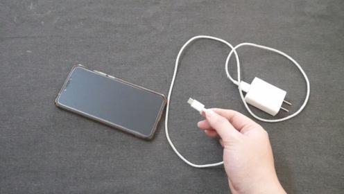 不管什么手机,充电要注意这个细节,不然白白损坏手机电池,很重要