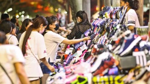 世界上最贫穷的国家,中国人致富的天堂,靠摆地摊可年入百万