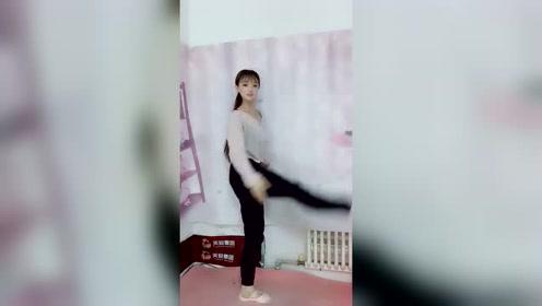 美女一只脚能旋转360度,是怎么做到的