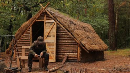 野外求生,两父子丛林建造庇护所,基本完成看上去非常高大上!